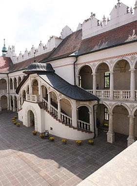 Baranów Sandomierski, Niepołomice